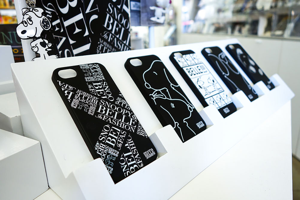 Black and white phone cases on display.